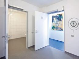 Deur open - Touch free Toilet - Dormakaba
